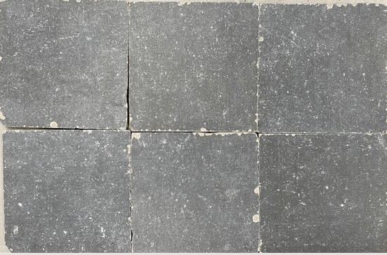 Blue Stone Dark Grey 20×20 getrommeld